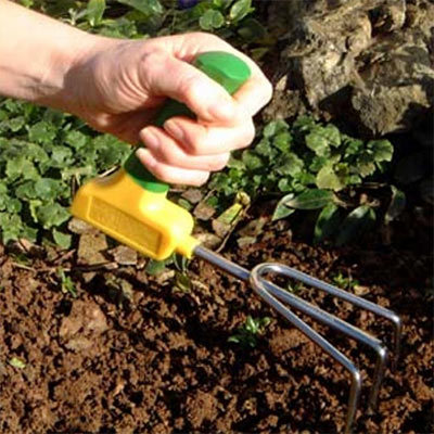 Gardening aids elderly and disabled people focus on for Gardening tools for disabled